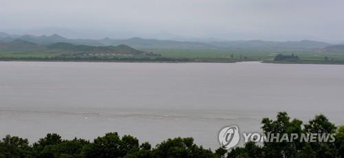 Cuộc hồi hương như phim của kẻ đào tẩu Triều Tiên nghi mắc Covid-19 - Ảnh 2.