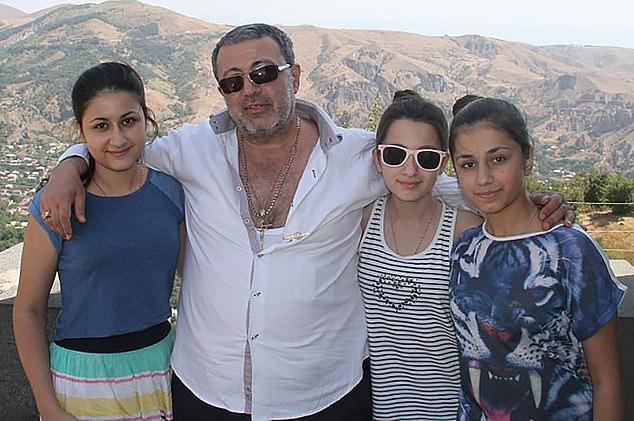 Ba chị em giết cha vì bị lạm dụng tình dục - Ảnh 1.