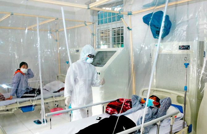 Kiểm soát nhiễm khuẩn bệnh viện trong đại dịch Covid-19 - Ảnh 1.