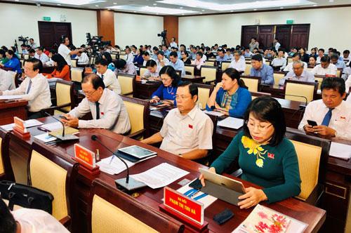 Kỳ họp thứ 20 HĐND TP HCM: Dôi dư gần 2.300 cán bộ, bàn giải pháp tinh gọn bộ máy - Ảnh 1.