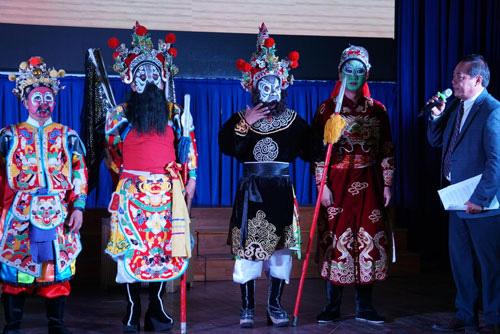 Bảo tồn nghệ thuật truyền thống từ con người - Ảnh 1.