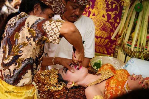 Đàn ông tìm vợ tại chợ và những phong tục lạ lùng trên thế giới - Ảnh 8.