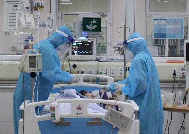 Nhân viên giao bánh pizza ở Hà Nội và bệnh nhân Covid-19 số 867 diễn biến nặng - Ảnh 1.
