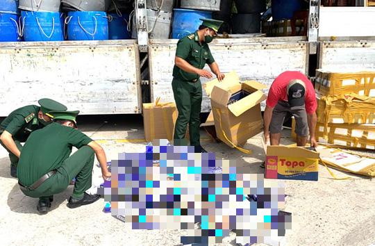 Bắt quả tang xe tải biển số Đồng Tháp chở hàng cấm ra Phú Quốc tiêu thụ - Ảnh 1.