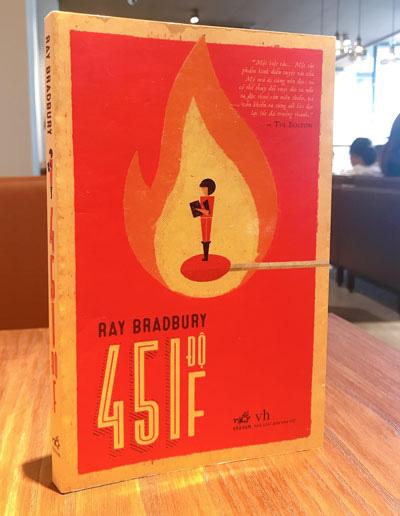 451 độ F- kiệt tác của thiên tài Ray Bradbury - Ảnh 1.