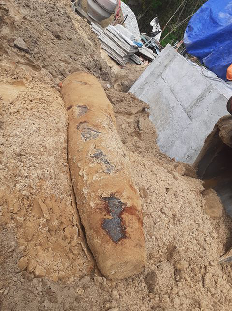 Quảng Nam- Quảng Trị: Đào móng nhà, phát hiện quả bom khủng - Ảnh 1.