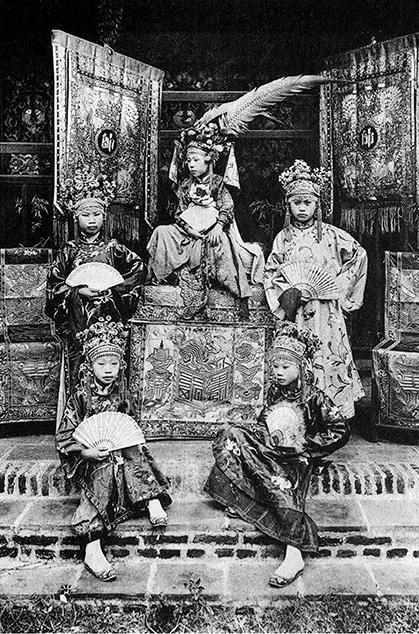 Thú vị với hình ảnh Việt Nam hơn 100 năm trước qua góc máy nhà nhiếp ảnh Pháp - Ảnh 1.