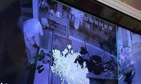 Xác định nghi phạm liên quan vụ chủ tiệm vàng trình báo mất 350 cây vàng - Ảnh 2.