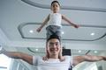 Quốc Cơ tập xiếc cho con trai 3 tuổi để lập kỷ lục Guinness Việt Nam - Ảnh 2.