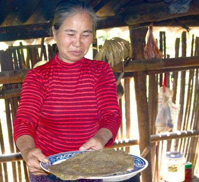 Bánh chưng đen, bánh rán tam giác mạch xứ Lạng - Ảnh 2.