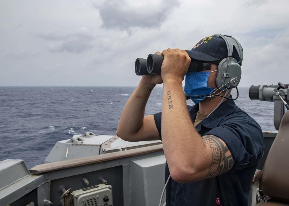 eMagazine: Trung Quốc phóng tên lửa trên biển Đông, Mỹ đáp trả mạnh mẽ - Ảnh 5.