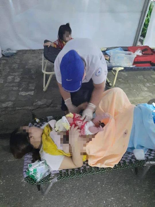 Sản phụ sinh em bé ngay ở chốt kiểm dịch Covid-19 - Ảnh 1.
