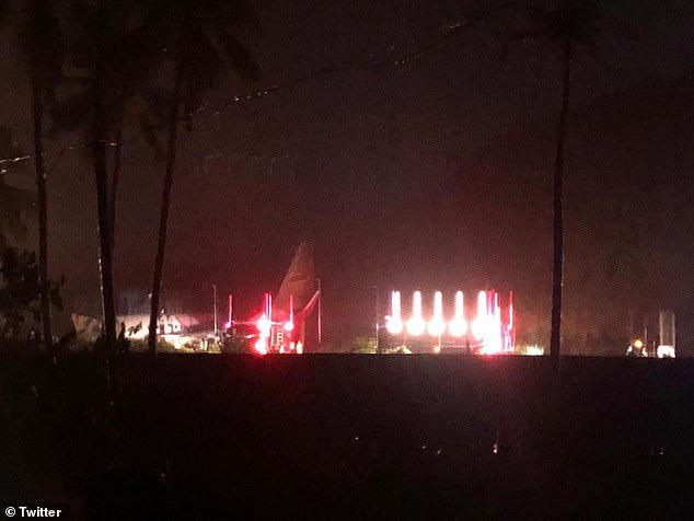 Máy bay Ấn Độ trượt đường băng, vỡ làm đôi, cả 2 phi công tử vong - Ảnh 2.