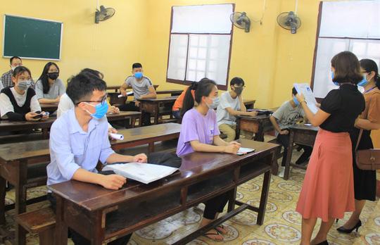 Bố trí 6 điểm thi riêng cho 9 thí sinh có biểu hiện ho, sốt - Ảnh 1.