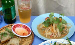 Quán cơm bình dân Việt gây sốt ở Seoul - Ảnh 7.