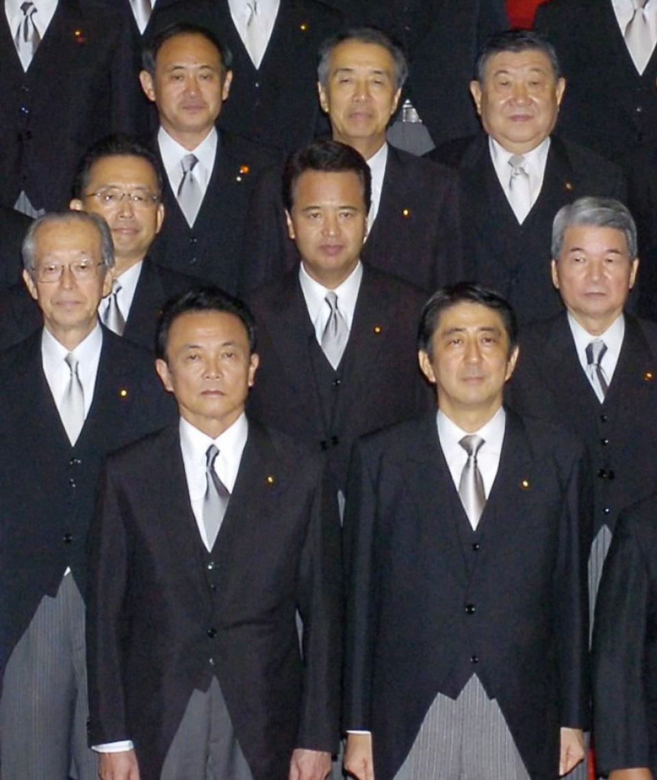 [eMagazine] Suga Yoshihide: Từ con trai người trồng dâu đến đỉnh cao quyền lực - Ảnh 7.