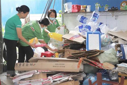 Đổi rác thải nhựa lấy gạo - Ảnh 1.