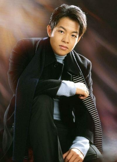 Cuộc sống của Quang Lê ở tuổi 41: Giàu có, đời tư ồn ào và vẫn cô đơn lẻ bóng - Ảnh 2.