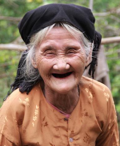 Hôm nay cụ bà xin thoát nghèo gây sốc lên tỉnh nhận điển hình tiên tiến - Ảnh 3.
