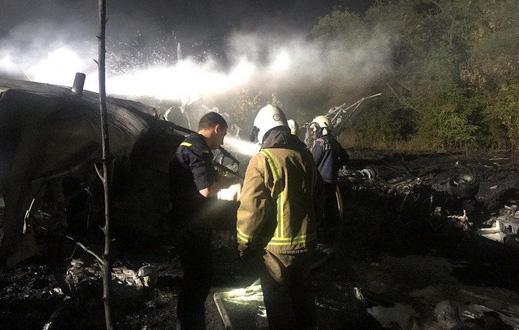 Máy bay quân sự Ukraine chìm trong khói lửa, 25 người chết - Ảnh 1.
