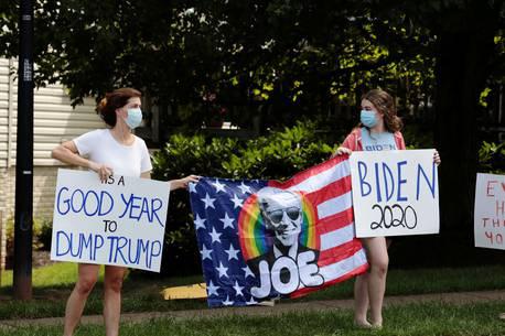 Nhóm cựu lãnh đạo Cộng hòa liên minh ủng hộ đối thủ của Tổng thống Trump - Ảnh 2.