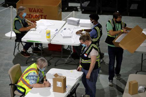 Bầu cử Mỹ: Khởi động bỏ phiếu qua bưu điện - Ảnh 1.