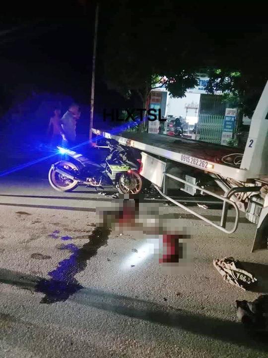 Chạy xe máy không BKS tông xe cứu hộ giao thông, 2 người thương vong - Ảnh 1.