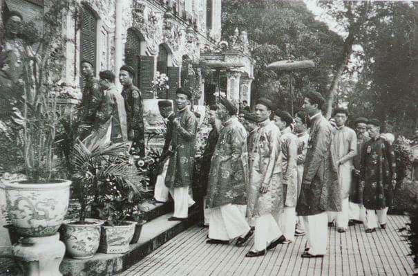 Lãnh đạo ngành văn hóa lên tiếng chuyện nam công chức mang áo dài ngũ thân đến công sở - Ảnh 4.
