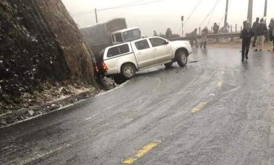 CLIP: Đường trơn trượt, nhiều phương tiện gặp nạn trên đường lên Sa Pa, Ô Qúy Hồ - Ảnh 3.