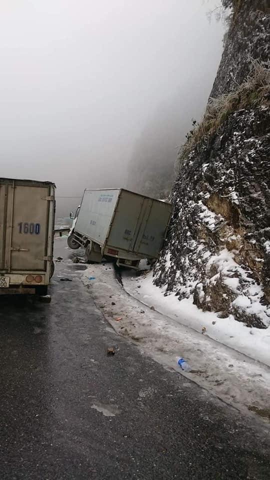 CLIP: Đường trơn trượt, nhiều phương tiện gặp nạn trên đường lên Sa Pa, Ô Qúy Hồ - Ảnh 4.