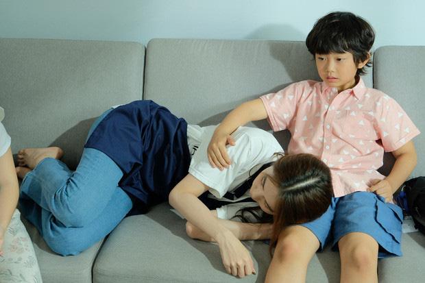 Gia đình diễn viên nhí 8 tuổi bị Ngọc Trinh chạm môi lên tiếng - Ảnh 4.