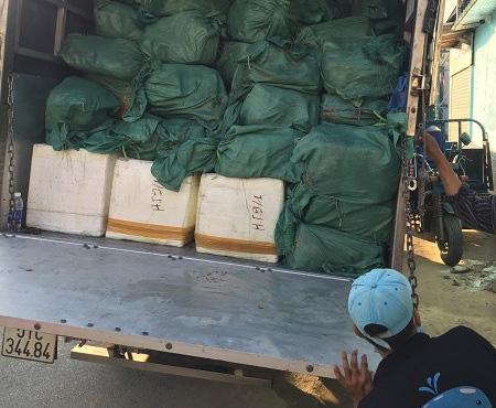 Cơ sở thực phẩm mua hơn 5 tấn lá lách bò, sụn gà... nhưng không có tờ giấy chứng nhận nào - Ảnh 3.