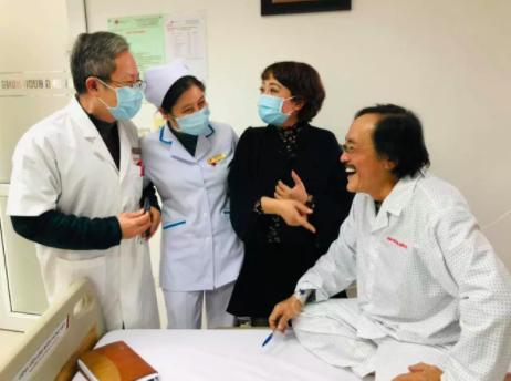 Nghệ sĩ Giang còi nhập viện vì nghi có khối u ở họng - Ảnh 2.