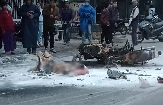Xe máy va chạm rồi cháy dữ dội, người đàn ông ở Quảng Nam bỏng nặng - Ảnh 3.