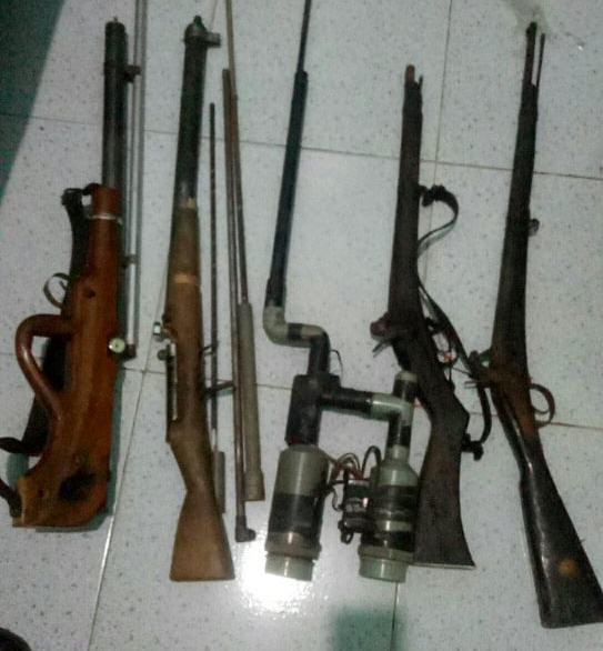 Bắt giữ đối tượng mua bán ma túy có 5 khẩu súng - Ảnh 2.