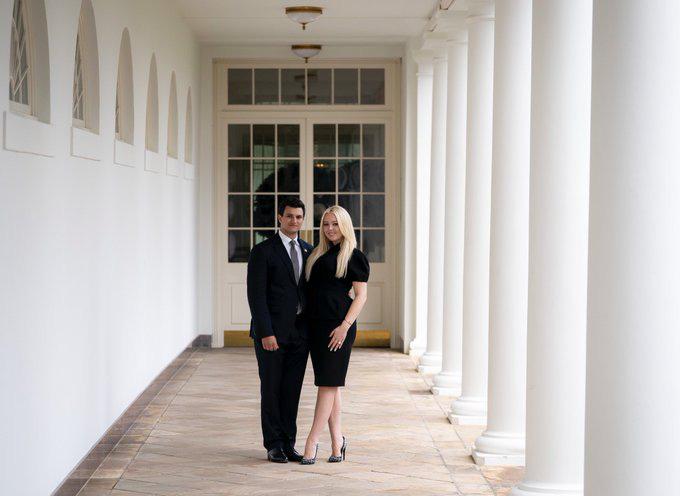 Con gái út Tổng thống Donald Trump tuyên bố đính hôn tại Nhà Trắng - Ảnh 1.