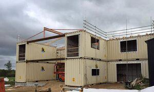 Kiến trúc sư xây dinh thự từ 12 container - Ảnh 4.