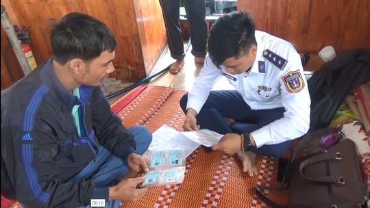 Quảng Nam: Bắt giữ tàu chở dầu không có giấy tờ hợp pháp - Ảnh 2.