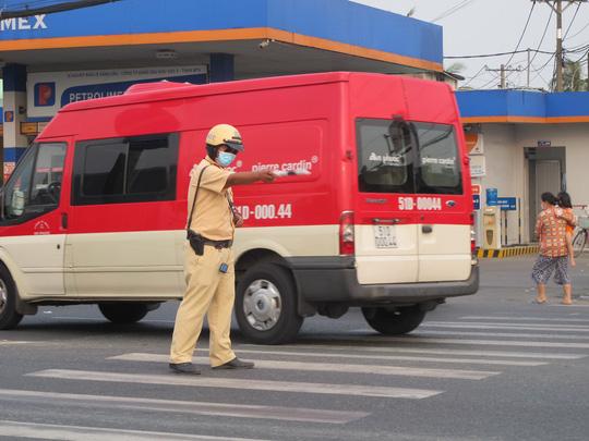 Xe cộ nối nhau đổ về TP HCM sau kỳ nghỉ Tết Dương lịch, nhiều nơi ùn ứ - Ảnh 3.