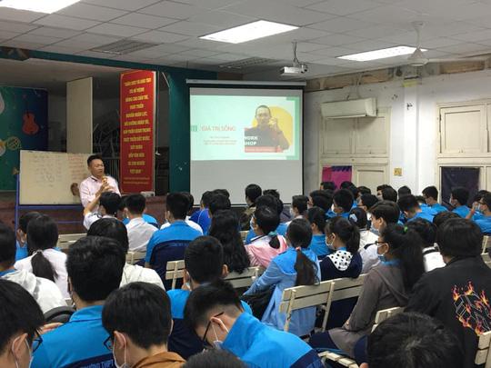 TP HCM: Nhiều học sinh Trường THPT Bùi Thị Xuân nghỉ học do có phụ huynh liên quan Covid-19 - Ảnh 1.