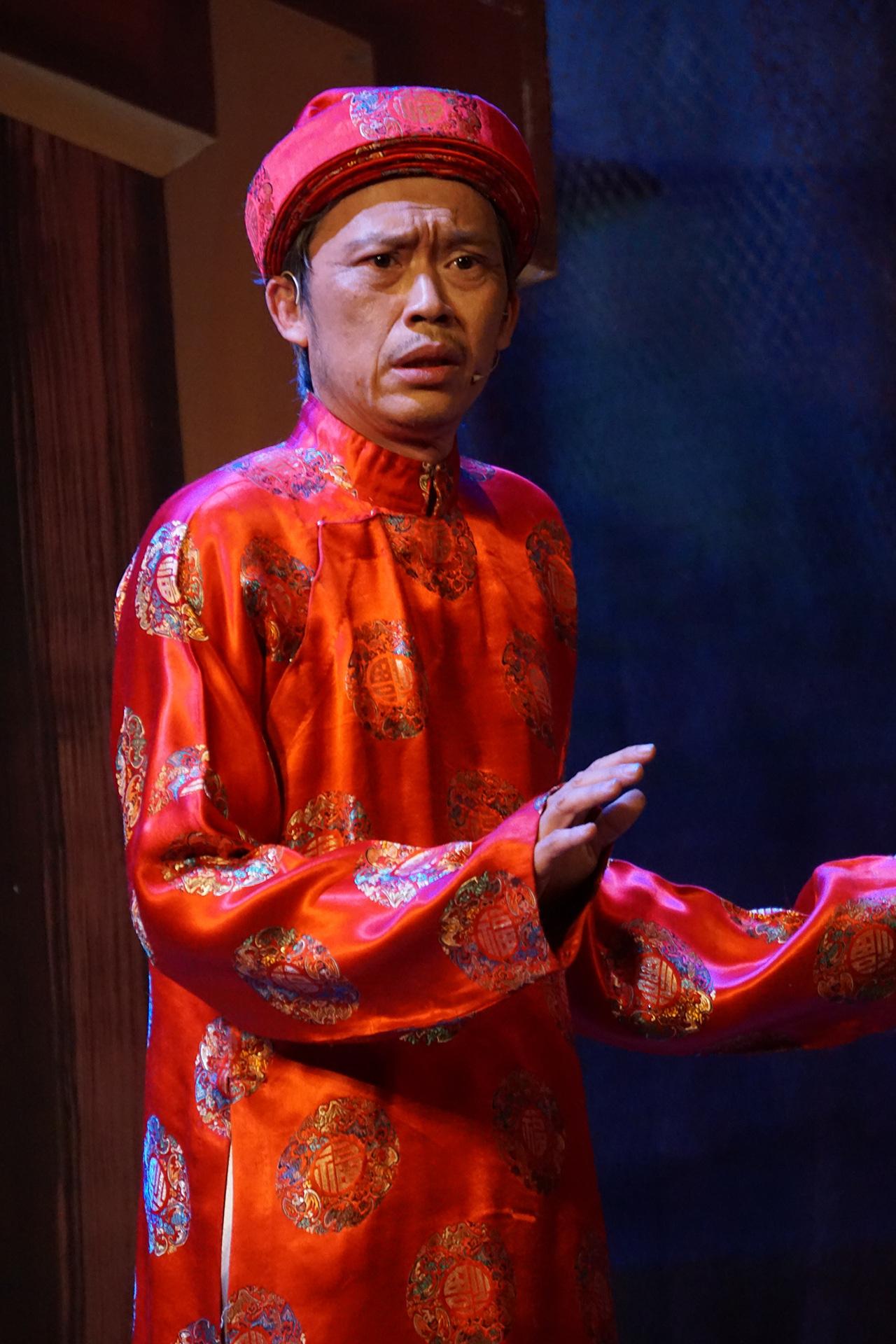 [eMagazine] NSƯT Hoài Linh: Biểu tượng của làng hài Việt - Ảnh 5.