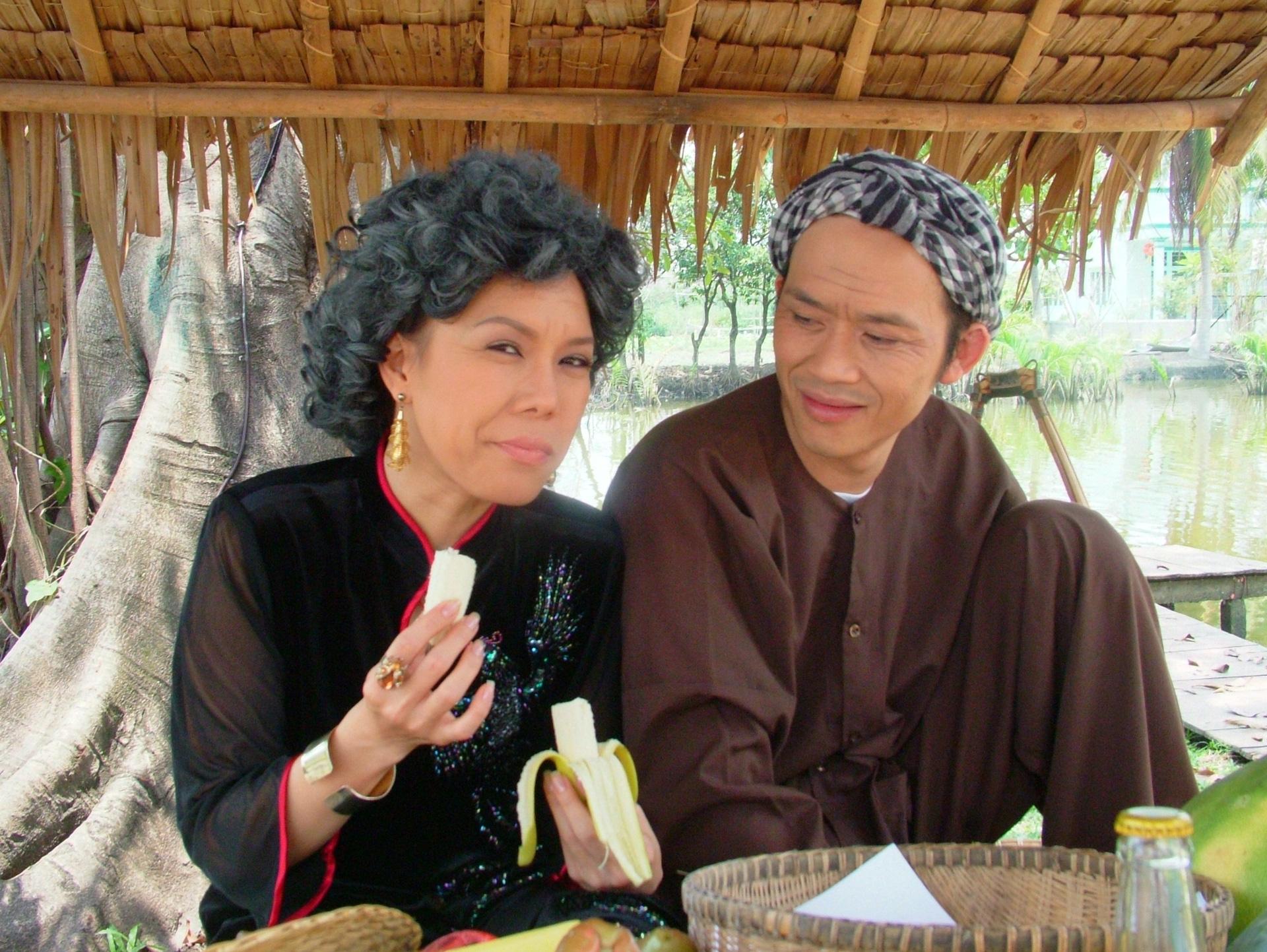 [eMagazine] NSƯT Hoài Linh: Biểu tượng của làng hài Việt - Ảnh 8.