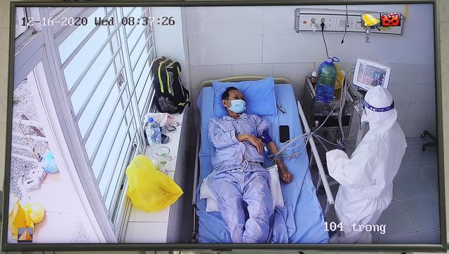 Nữ bệnh nhân Covid-19 về từ Mỹ diễn biến nặng, chuyên gia hội chẩn trực tuyến - Ảnh 1.