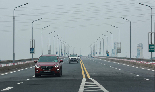 CLIP: Thông xe cầu Thăng Long sau gần 5 tháng sửa chữa - Ảnh 12.