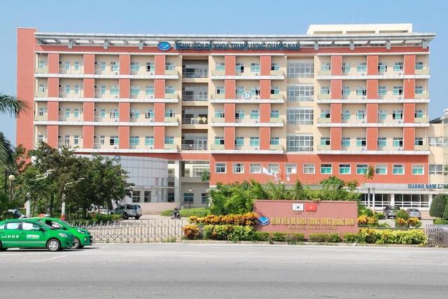 Bắt giam trưởng khoa và 2 điều dưỡng BV Đa khoa trung ương Quảng Nam - Ảnh 1.