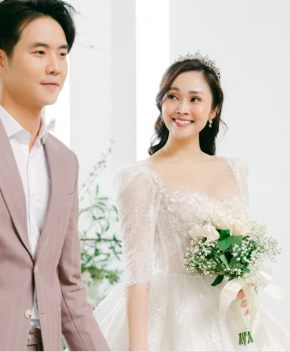MC nổi tiếng của VTV Thuỳ Linh chia sẻ bộ ảnh cưới tuyệt đẹp với chồng sắp cưới kém 5 tuổi - Ảnh 2.