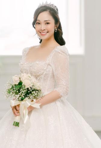 MC nổi tiếng của VTV Thuỳ Linh chia sẻ bộ ảnh cưới tuyệt đẹp với chồng sắp cưới kém 5 tuổi - Ảnh 1.