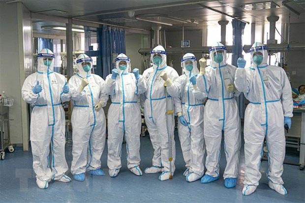 [eMagazine] - Việt Nam đang trải qua làn sóng lây nhiễm Covid-19 lần thứ 3, bao giờ kết thúc? - Ảnh 15.