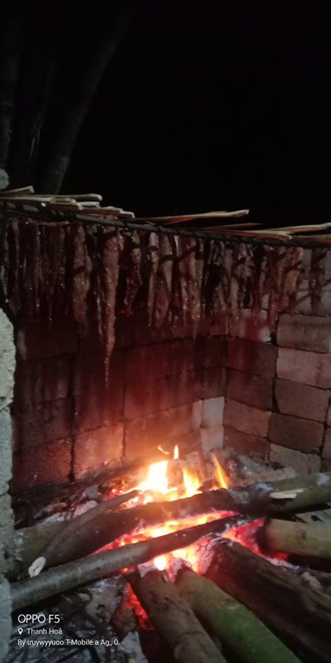 """Bài dự thi """"Nhà mình ngày Tết"""": Ngày Tết thưởng thức món thịt trâu gác bếp của bố - Ảnh 3."""