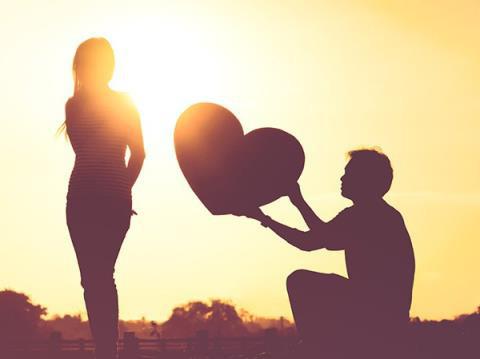 Lo lắng khi vợ nhận được lời tỏ tình từ trai lạ - Ảnh 1.